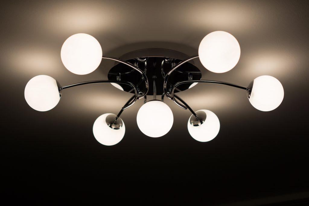 chandelier-flickering-lights